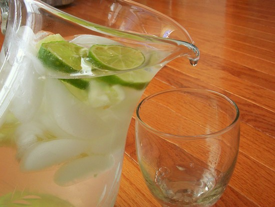Cucumber_lime_water_with_drop