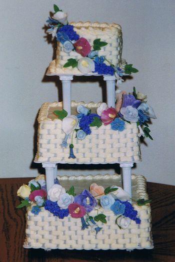 Fonda_wedding_cake_table