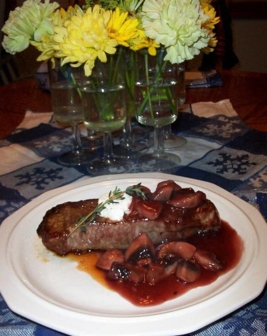 Steak_with_merlot_sauce_full_table