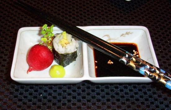 Sushi_radish_single_piece